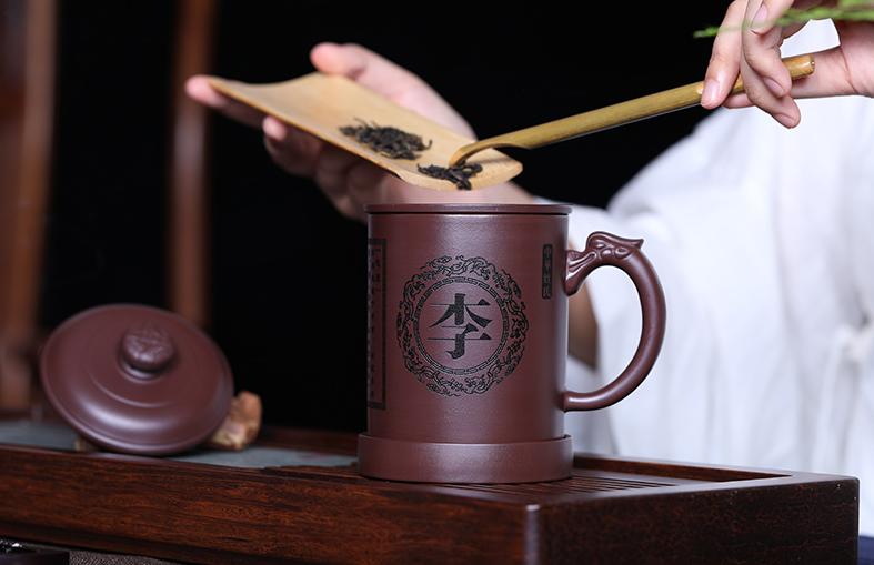 送喜欢喝茶长辈什么礼物好,这些茶具喜欢姓氏款